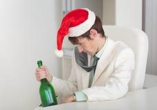 человек руки рождества крышки бутылки запойный Стоковые Фото