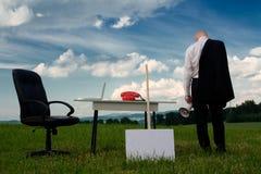 человек стола дела снаружи Стоковое Изображение