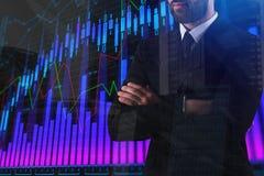 Человек с абстрактной диаграммой валют Стоковые Фотографии RF