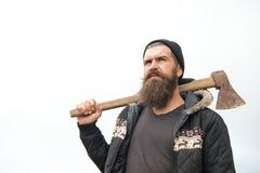 Человек с бородой и усик держат ось на плече стоковые фотографии rf