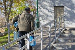 Человек с водой стоковое фото
