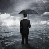 Человек с зонтиком Стоковое Изображение