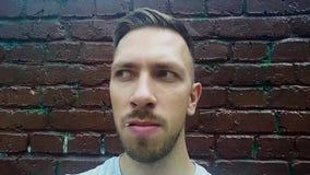 Человек с зубочисткой видеоматериал