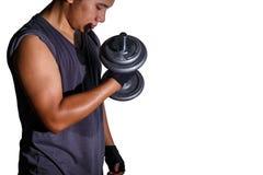 Человек с тренировкой гантели Стоковая Фотография RF