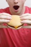 человек удерживания гамбургера Стоковое Фото