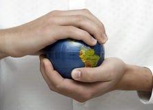 человек удерживания глобуса дела Стоковое Изображение
