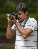 человек удерживания камеры Стоковое фото RF
