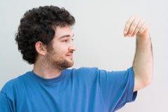 человек удерживания Стоковые Фотографии RF