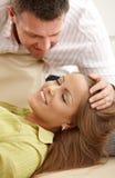 Человек штрихуя женщину \ 'волос s Стоковая Фотография