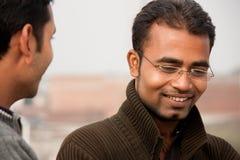 человек 2 обсуждения индийский стоковые изображения