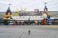 Человек backpacker Lego в переднем legoland Малайзии Стоковое Изображение RF