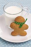Человек Gingerbread с зеленым шарфом Стоковые Фото