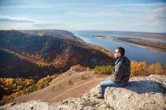 Человек na górze горы Стоковая Фотография RF
