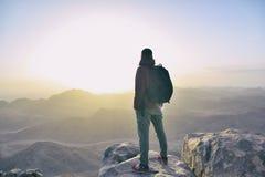 Человек na górze горы стоковое фото rf