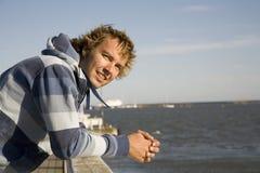 человек outdoors ослабляя Стоковая Фотография RF