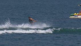 Человек Wakeboard скачет падение акции видеоматериалы