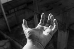 Человеческая рука с черно-белой темой стоковые изображения rf
