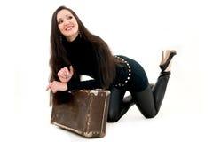 чемодан девушки старый Стоковое Фото