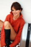 чемодан девушки стоковое изображение