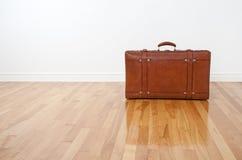 чемодан пола кожаный ретро деревянный Стоковое Изображение RF