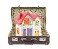 чемодан цветастой дома старый Стоковые Фото