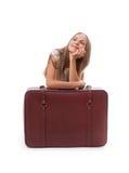 чемодан девушки близкий сидя Стоковая Фотография
