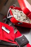 Чемодан с долларами Стоковые Фото