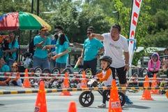 Чемпионат Chiangrai велосипеда баланса флиппера, дети участвует в гонке велосипеда баланса Стоковое фото RF