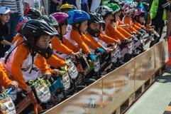 Чемпионат Chiangrai велосипеда баланса флиппера, дети участвует в гонке велосипеда баланса Стоковые Изображения