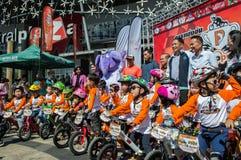 Чемпионат Chiangrai велосипеда баланса флиппера, дети участвует в гонке велосипеда баланса Стоковое Изображение