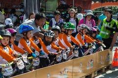 Чемпионат Chiangrai велосипеда баланса флиппера, дети участвует в гонке велосипеда баланса Стоковые Фотографии RF