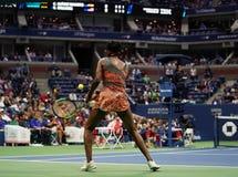 Чемпион Винус Уильямс грэнд слэм Соединенных Штатов в действии во время ее спички круга 4 на 2017 США раскрывает Стоковое Изображение