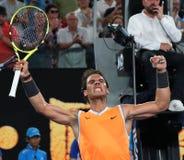 Чемпион Рафаэль Nadal грэнд слэм 17 времен Испании празднует победу после его спички полуфинала на открытом чемпионате Австралии  стоковая фотография rf