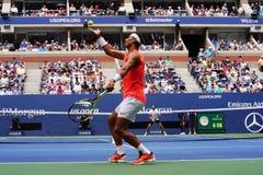 чемпион Рафаэль Nadal грэнд слэм 17-time Испании в действии во время его 2018 США раскрывает круг спички 16 стоковые фотографии rf