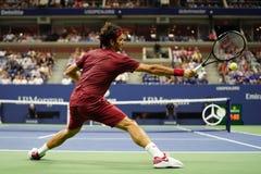 чемпион Роджер Federer грэнд слэм 20-time Швейцарии в действии во время круга 2018 США открытого спички 16 стоковые фото