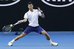 Чемпион Novak Djokovic грэнд слэм 11 времен Сербии в действии во время его спички круга 4 на открытом чемпионате Австралии по тен Стоковое Изображение RF