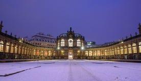 Через зиму Дрезден после захода солнца стоковое фото