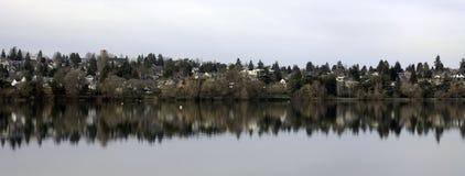 через озеро Стоковые Изображения RF