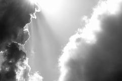 Через Солнце после облаков Стоковые Фотографии RF