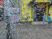 Через сломленное стеклянное окно Стоковая Фотография RF