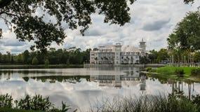 Через торжество Флориду гостиницы озера богемское стоковое фото rf