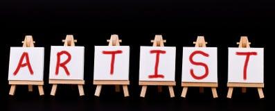 через художника мольберты 6 сказали слово по буквам стоковые изображения rf