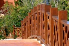 через railing загородки моста деревянный стоковое фото rf