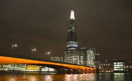 Черепок в Лондоне на ноче стоковые изображения rf