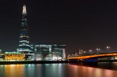 Черепок и мост Лондона в Лондоне, Англии стоковое фото