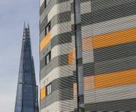 Черепок Лондона, голубых небес и stripy здания Стоковая Фотография RF