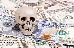 Череп на dolars Стоковая Фотография