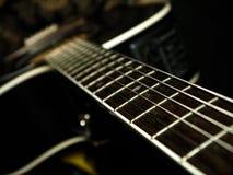 Черная акустическая гитара, съемка сверху Стоковое фото RF