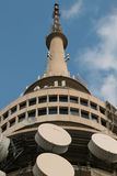 Черная башня радиосвязи горы в Канберре Австралии стоковые фотографии rf