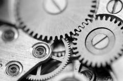 Черная белая металлическая предпосылка с cogwheels металла clockwork Стоковая Фотография RF